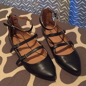 Cute strappy black flats that are perfect for life